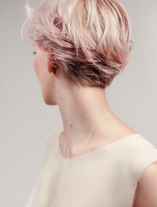 Pink Kurzhaarschnitt 2014 - Rückansicht des Layered Abkürzung