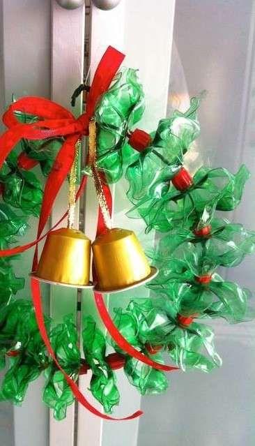 Idee per riclare le bottiglie di plastica - Ghirlanda natalizia