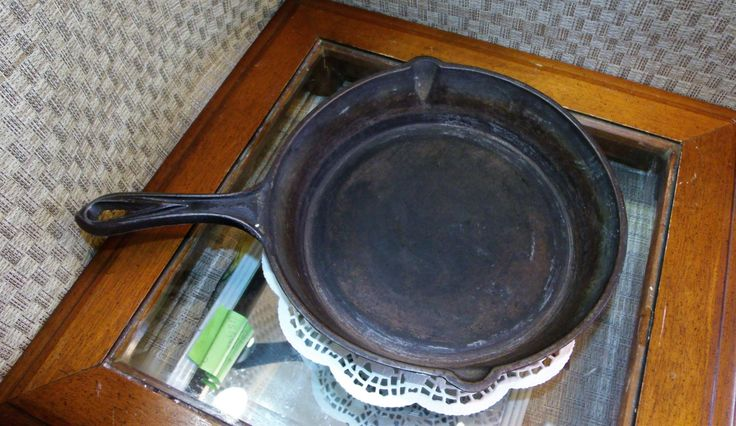 "Antique Cast Iron Skillet ~ BlackLock - Pre Lodge ~ Gate Mark & Heat Ring ~ Sets Flat ~ ""7"" on Handle ~ ""F"" on Base ~ 1880's Iron Pan by EclecticJewells on Etsy"