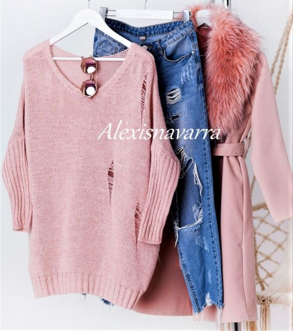 ripped jeans | sweater | coat  MODA nie musi kosztować.