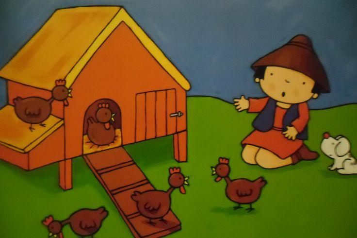 Misschien zat het schaap wel verstopt in de kippenren. Elias ging op zijn knieën zitten en keek in het kippenhok. Maar ook daar was het schaap niet. De kippen kakelden erop los, maar Elias begreep er niks van. Hij werd een beetje boos. Waar zat dat schaap nu?! Hij had al overal gezocht. Straks werd het donker en dan zou hij het helemaal niet meer terugvinden.