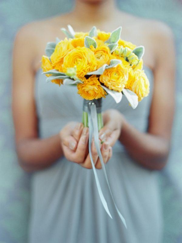 Inspiration bouquet de la mariée pour un mariage gris et jaune.