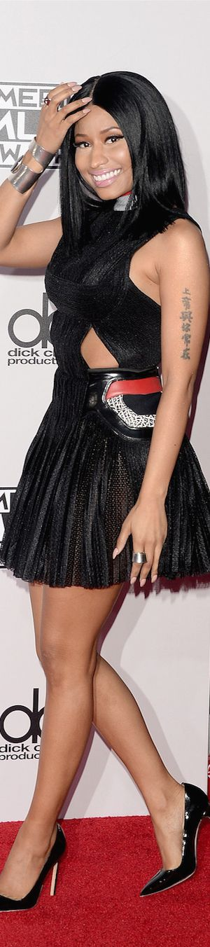 American Music Awards Red Carpet Fashion / NICKI MINAJ