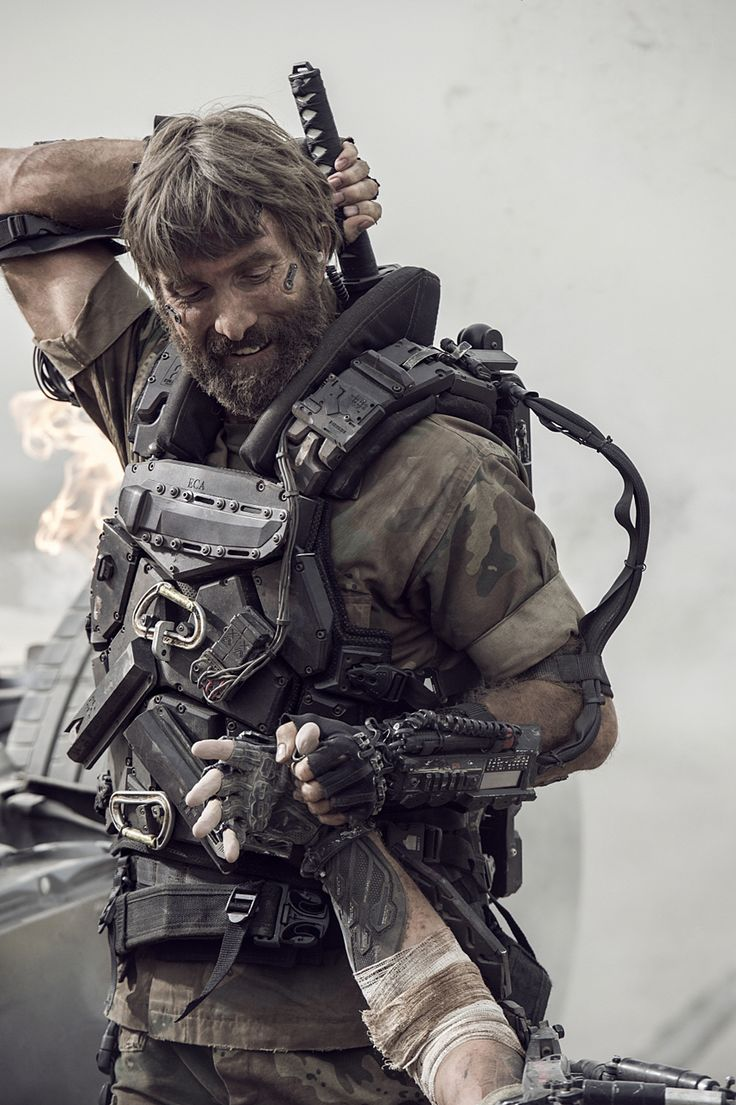O agente Kruger (Sharlto Copley) trabalha infiltrado na Terra para os ricos da estação Elysium.