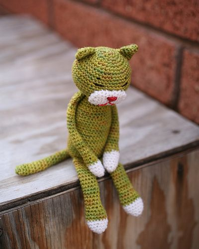 The original amineko cats were usually made of light fingering yarn for softness.