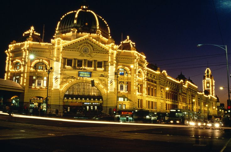 Flinders St, Station, #Melbourne. Been to Melbourne? It is an amazing #holiday destination in #Australia. We invite you to visit us.