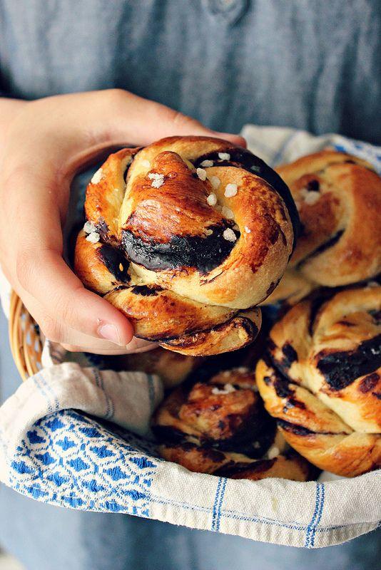 Coconut & cocoa cream buns