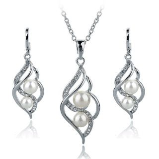 Lovely 3 pce imitation jewelry set Comes in silver or gold tone  Free Shipping