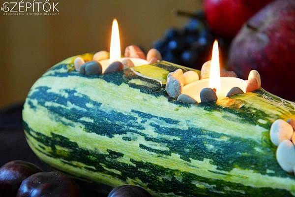 Tökös őszi dekoráció: csíkos cukkiniből asztali mécsestartó