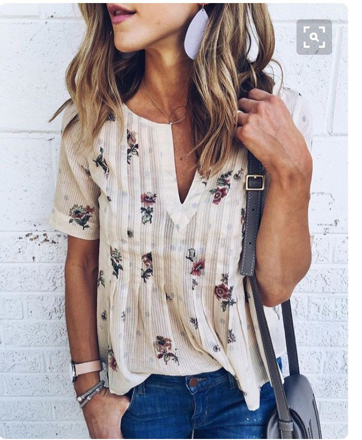 Cream blouse with floral print. Stitch fix fall 2016. Fall fashion trends and inspiration.
