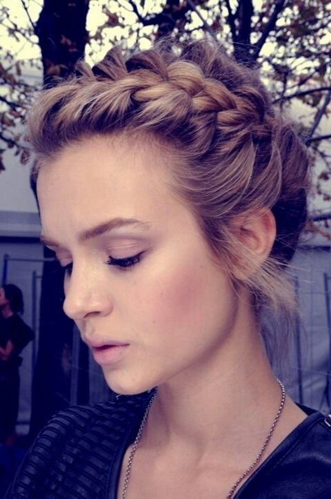 Fryzury z długich włosów z warkoczem