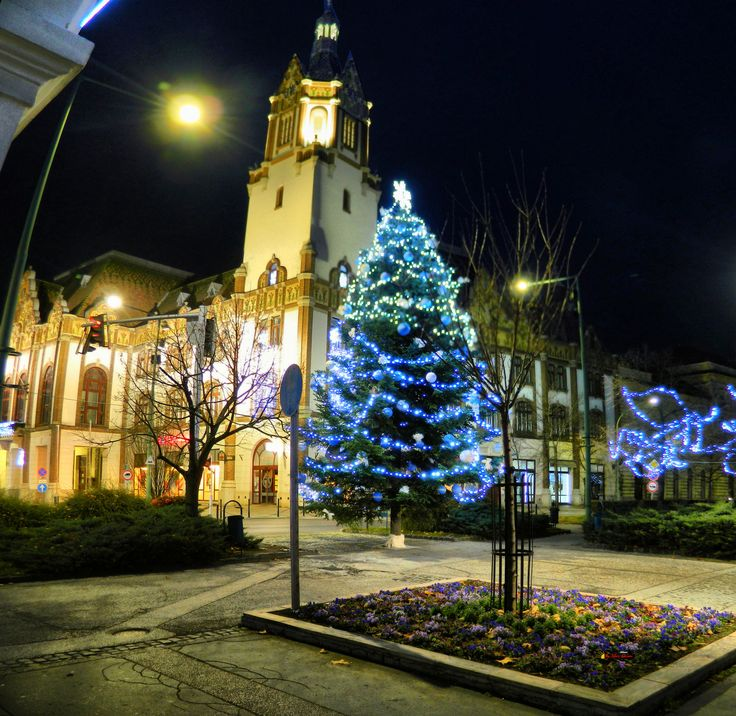 Before Christmas in my city, downtown - Facade of the Town Hall in Zsolnay style, Kiskunfélegyháza, Hungary, Nikon Coolpix L310, 4.5mm, 1s, ISO80, f/3.1, panorama mode: segment 2, HDR photography, 201712030729