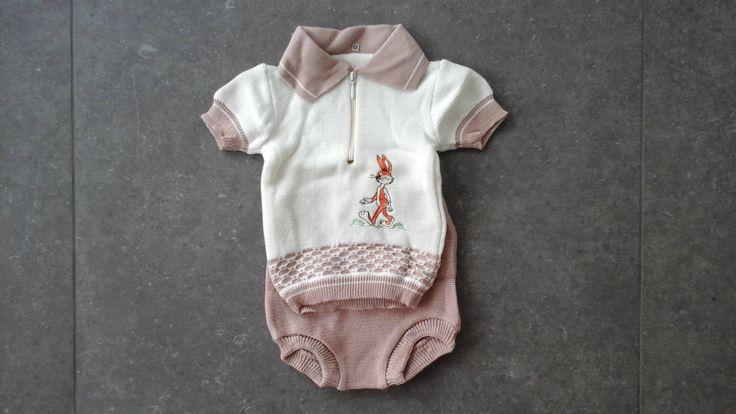 80's vintage babypakje baby 3 mnd  bugs bunnie gebreide babykleding jongenspakje met kraag nieuwe mint deadstock korte broek beige outfit door Smufje op Etsy