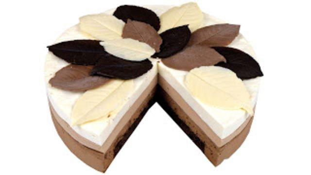 Gerçek yaprakları kalıp gibi kullanarak yapabileceğiniz üç katlı çok lezzetli bir pasta tarifi...