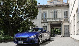 マセラティとエルメネジルド・ゼニア。イタリアが世界に誇る、ふたつのラグジュアリー ブランドがふたたび手を組んだ。あらたに仕立てたのは、特製のシルクをまとったクルマのシート。クアトロポルテとギブリの2台に乗り、北イタリアはマッジョーレ湖畔から