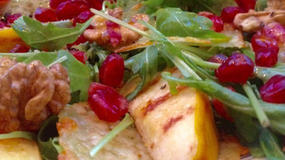 Салат с жареной айвой и сырными чипсами, пошаговый рецепт ...