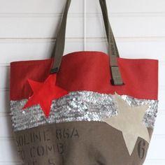 Sac toile marron, rouge, sequins argentés cuivrés, impression lettres et chiffres, étoile cuir rouge et beige, fond