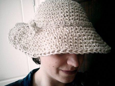 I wear my pretty retro hat - free pattern - vintage wear!