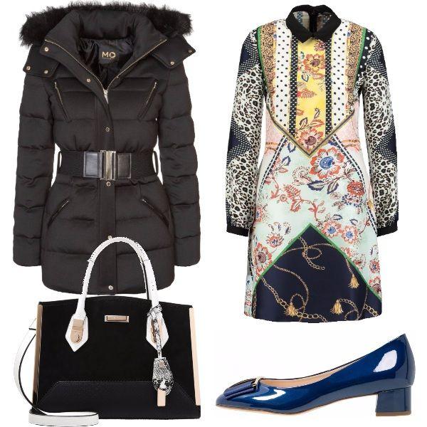 Piumino nero con cintura e cappuccio, vestito con colletto e fantasia varia, borsa a mano con diversi materiali e tracolla, ballerine con tacco largo.