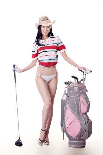 Сексуальная женщина гольф-клубы