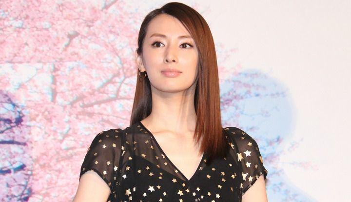 北川景子:黒のロングドレスで大人っぽく 浜辺美波はノースリーブワンピですっきり腕出し - MANTANWEB 2017年07月06日 #北川景子 #映画