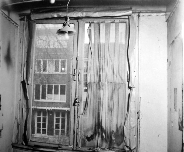 The room of Anne Frank in the Secret Annex before the restauration, photograph by Maria Austria, 1954.