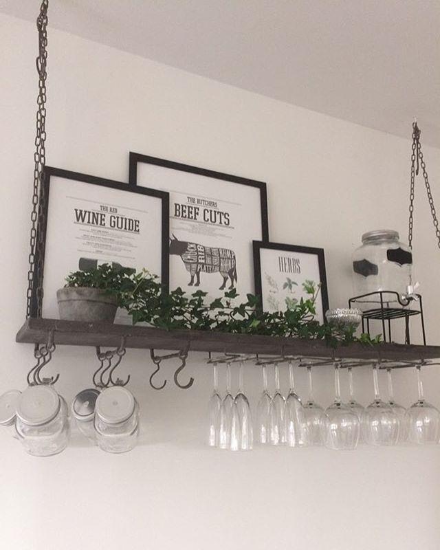Ännu mer kvällsinspiration, från @sophiiefiin Jag blir så glad när ni skickar bilder eller taggar era köp från RustikaHem ❤️ Tack för att du delar med dig Sophie! Hyllan finns nu åter i butik och webshop, 779.- #hyllaförvinglas #hyllaförglas #barhylla #takhylla #köksinspo #köksinspiration #kök #takhylla #hängandehylla #barinspo #hänghylla #vinglashylla #inredning #gårdsbutik #webshop  #matfors #sundsvall #inredningsbutik #rustik #inredningstips #rustikahem
