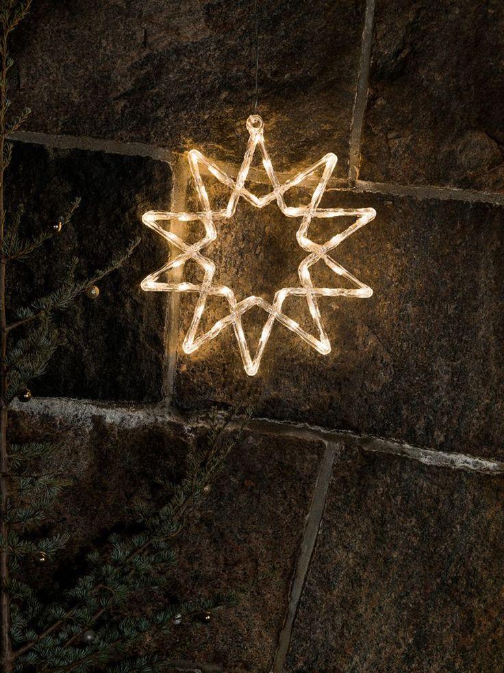 Vakker utendørs stjerne silhuett med 40 varmhvite LED fra Konstsmide. Stjernen er laget av akryl og har 10 kanter. Heng den opp på ytterveggen og la julestemningen synke inn!
