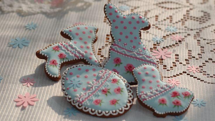 """Słodki zestaw na Wielkanoc.   Więcej lukrowanych pierniczków znajdziesz na moim blogu """"Koronkowe Pierniczki"""": www.facebook.com/koronkowe.pierniczki"""