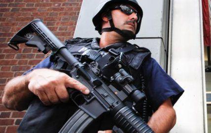 Стрельба в Луизиане: убийца служил в морской пехоте США http://dneprcity.net/incidents/strelba-v-luiziane-ubijca-sluzhil-v-morskoj-pexote-ssha/  Гэйвин Лонг, открывший стрельбу по полицейским в Луизиане (США), около трех лет служил в морской пехоте страны. Об этом сообщает агентство Reuters. Как отмечается, в результате стрельбы в Батон-Руж были