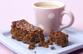 40 easy tray bake recipes - Woman's Weekly treacle flapjack fingers - goodtoknow