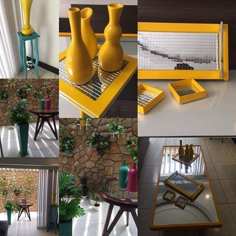 Faça uma decoração colorida. Bandejas, mesa de centro, arranjos. Amarelo, azul, turquesa e rosa#decoracao #salas#interiordesign
