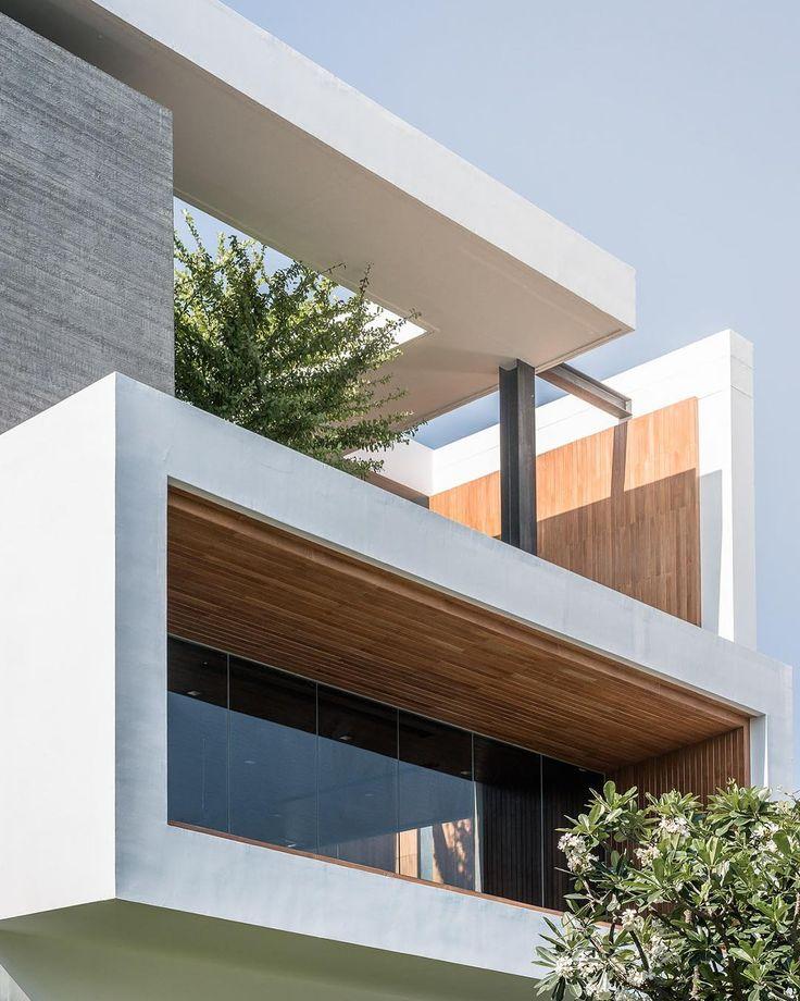 "17.3 mil Me gusta, 51 comentarios - ARCHITECTURE HUNTER (@architecture_hunter) en Instagram: ""#architecture_hunter Visavapat Headquarter, by OTA Photographer: Poompat Waratkiachthana"""