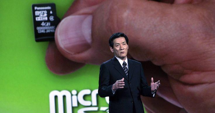 Cómo formatear una tarjeta Micro SD Kingston. Aunque se utilizan comúnmente en cámaras fotográficas y de video, las tarjetas Micro SD Kingston pueden almacenar una amplia gama de datos proporcionados si tienes acceso a un lector/grabador de tarjetas SD. Disponibles en diversos tamaños (con un mínimo de 32 MB y un máximo de 8 GB), las tarjetas SD son una forma conveniente para transportar ...