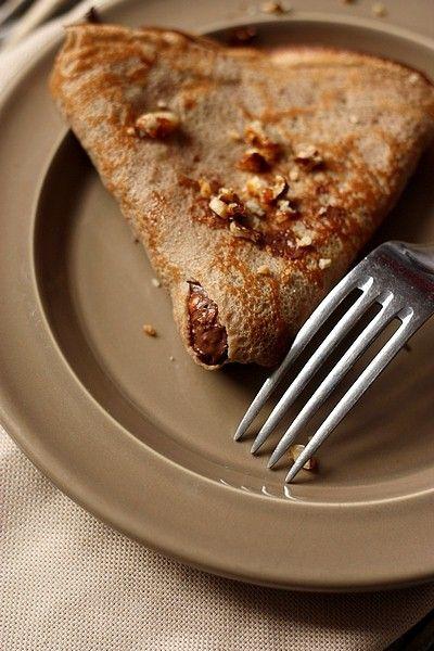 Crepe1 Crêpes à la farine de châtaigne, pâte à tartiner et croquant aux noisettes pour la Chandeleur