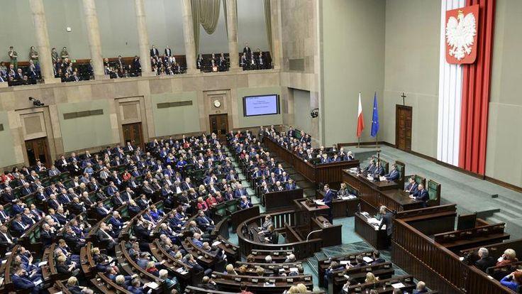 L'injustice faite à la Pologne, un déni de démocratie. - L'Union européenne a déclenché l'article 7 du traité de Lisbonne contre la Pologne dont le gouvernement est soupçonné de vouloir violer l'état de droit. Pour Patrick Edery, il s'agit d'une décision arbitraire et qui plus est inutile.
