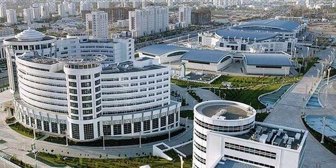 Mavi altın (doğalgaz) ve siyah altının (petrol) yanına bir de pamuğu (beyaz altın) ekleyen Orta Asya ülkesi, bu kaynaklardan elde ettiği yüzlerce milyar doları yeniden yapılanmada kullanıyor. Aşkabat, Türkmenbaşı ve Balkan başta olmak üzere 5 eyaletin tamamında bütün şehirlerin altyapıları modernize ediliyor, görkemli binalar, enerji santralleri, kültür ve spor merkezleri, yollar inşa ediliyor. Ülkedeki bu ...