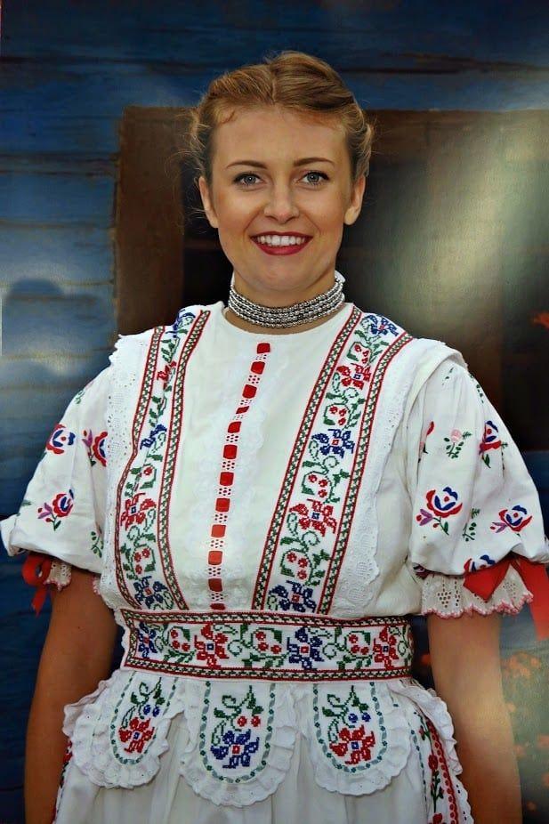 Tento ženský sviatočný kroj sa nosil prevažne v lete. Slovakia