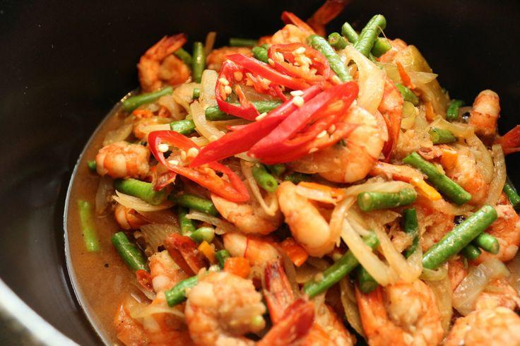 'Khoong Phad Kra-Pi Sator' (Stir-Fried Bitter Beans with Prawns)