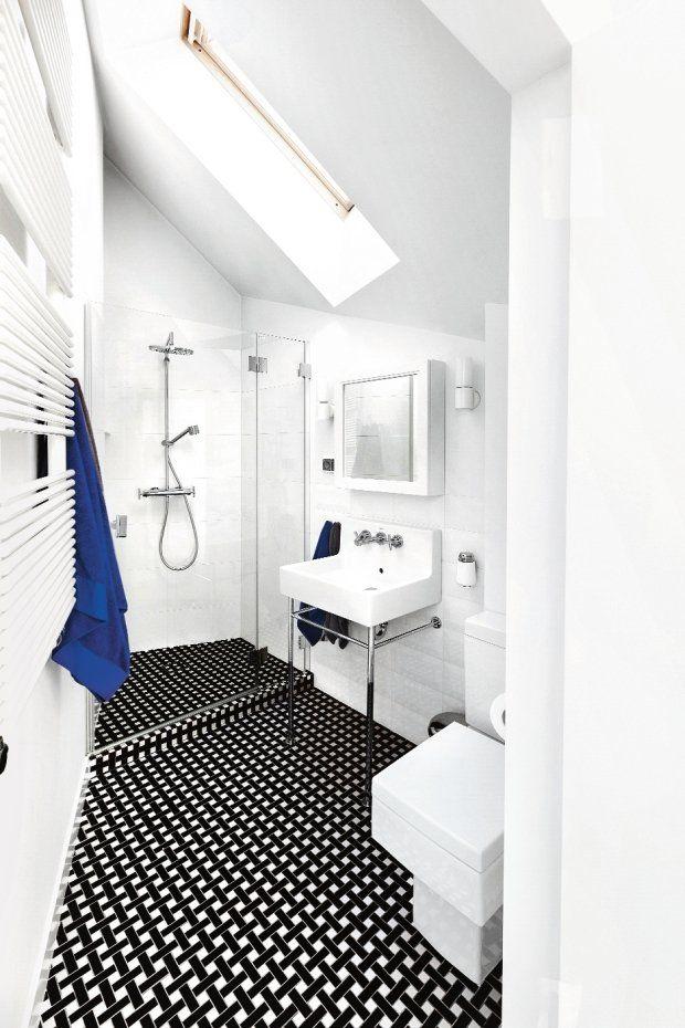 W łazience chłopców pierwsze skrzypce gra podłoga wyłożona mozaiką Tower Hill z kolekcji London/Piccadilly autorstwa Macieja Zienia (Tubądzin). Ceramika sanitarna Vero (Duravit).