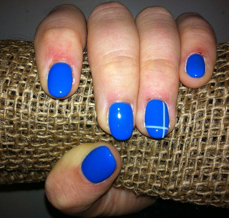 Ricostruzione unghie blu