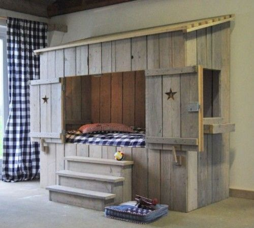 17 meilleures id es propos de lit en bois de palettes. Black Bedroom Furniture Sets. Home Design Ideas