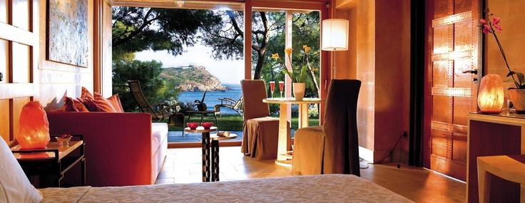 Deluxe Bungalow master bedroom suite