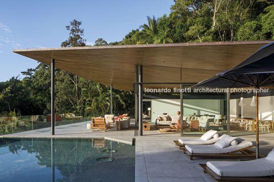 delta house bernardes arquitetura