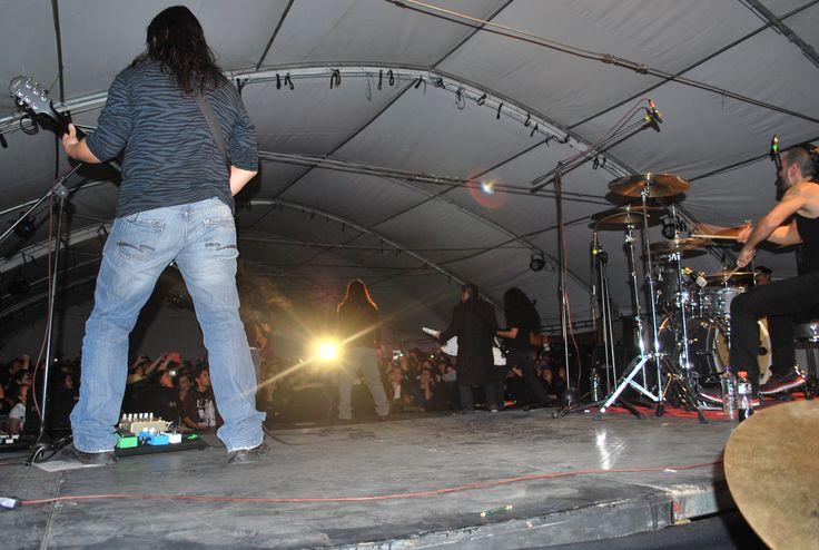 El pasado jueves 31 de octubre, en la plazoleta de la carrera 13, la legendaria agrupación de Rock Kraken llevó a cabo el gran cierre de semestre. Al concierto asistieron más de 1.400 personas, entre docentes, administrativos y estudiantes.
