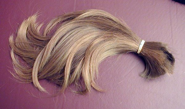 "Английские идиомы со словом ""hair"" > http://lingvister.ru/blog/angliyskie-idiomy-so-slovom-hair-let-your-hair-down"