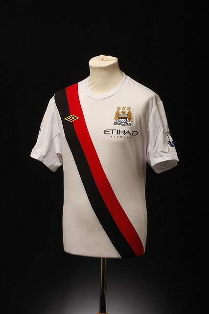 Im not a Manchester City fan by any stretch, but there is something exquisite in the retro influences of their '09 third kit.