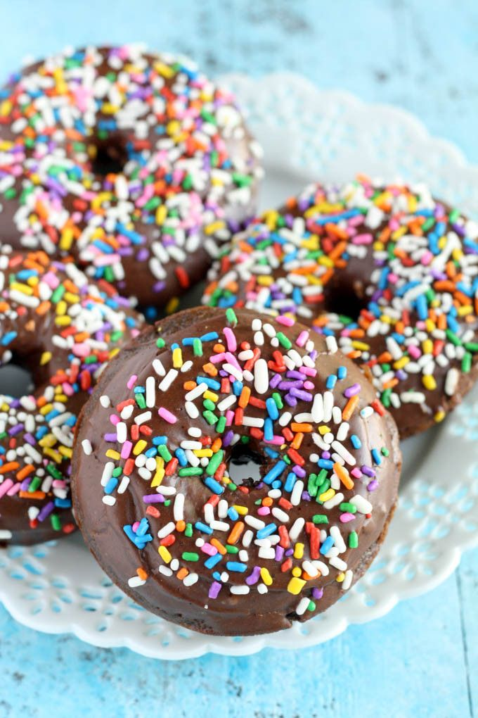 These easy homemade baked chocolate donuts are topped with a delicious chocolate glaze and sprinkles! Perfect for breakfast or a sweet treat. @livewellbake