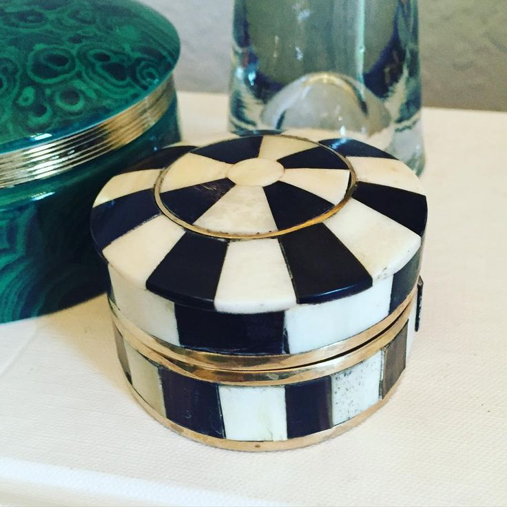 """Vintage camel bone and brass inlay trinket box. 2.5""""X1.75"""" $26 Comment sold and leave zip code to purchase #shopthealist"""