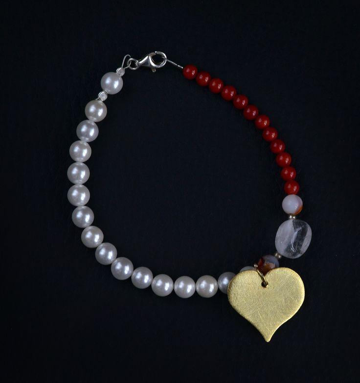 Βραχιόλι 25 -  Χειροποίητο βραχιόλι από κοράλι,shell pearls,milefiori mourano και ορυκτό κρύσταλλο  -  Καρδιά χειροποίητη απο επιχρυσωμένο μάτ ασήμι 925  Μήκος βραχιολιού 19εκ.  Η καρδιά ειναι σύμβολο της αγάπης - Price 55,00 €